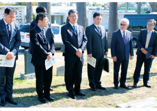 김연철 통일부 장관 일행이 로즈데일 애국지사 묘소를 참배했다. (2019. 11. 22)