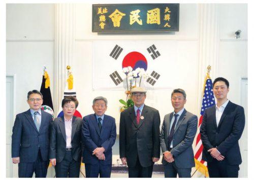 유인태 국회 사무총장 (왼쪽에서 3번째) 일행이 방문했다. (2020. 2. 21)